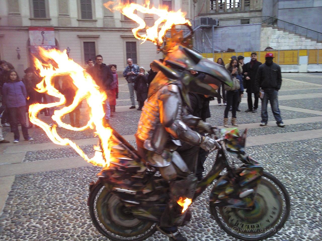 Paolo Buggiani - Piazza del Duomo, Milano 2010